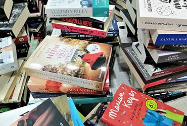 Donación de libros al hospital